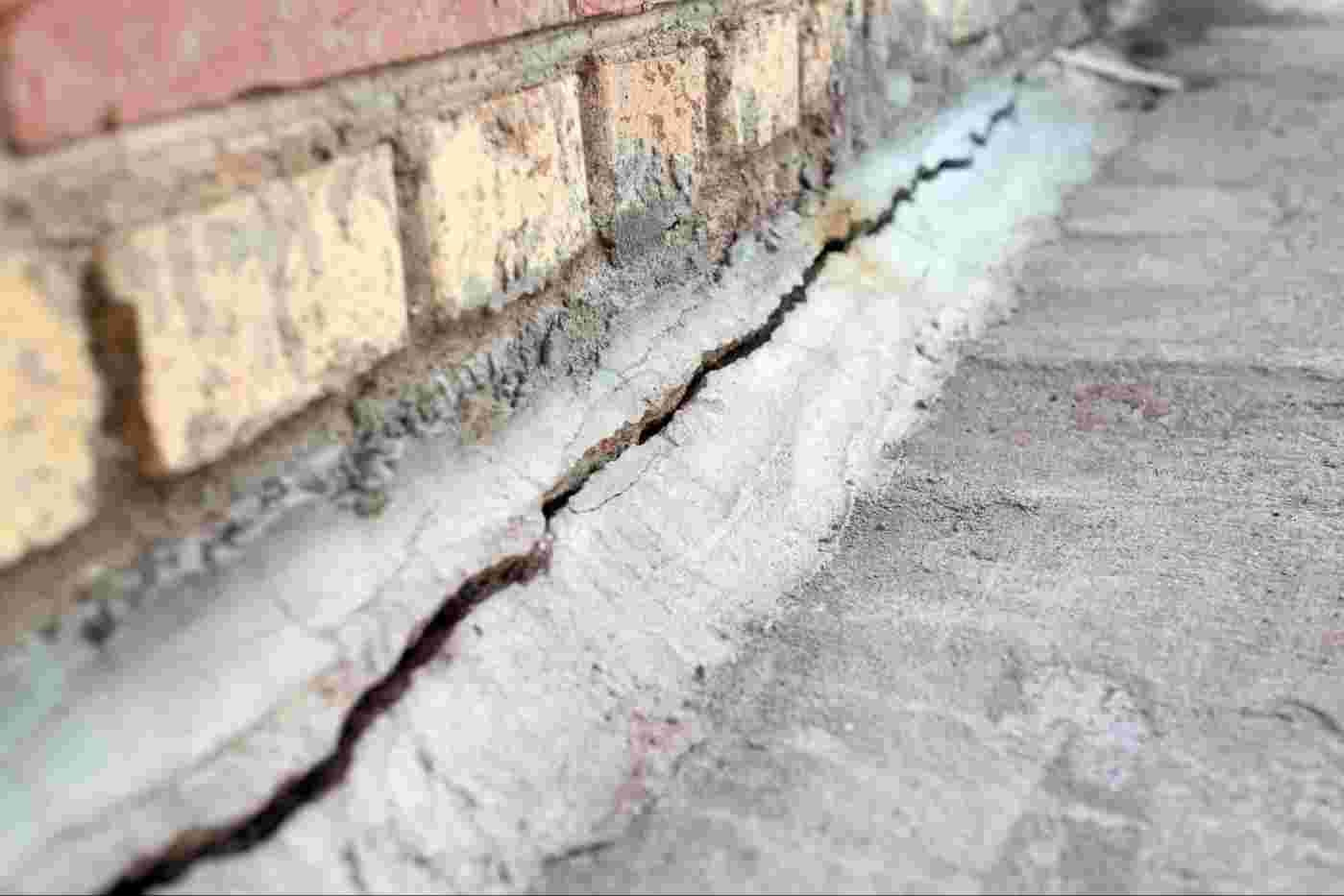 A horizontal foundation crack